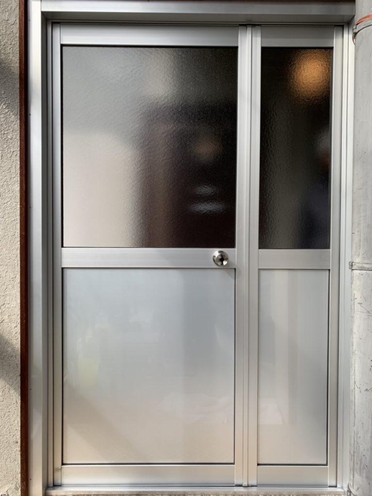 カバー工法にて左勝手から右勝手ドアに工事