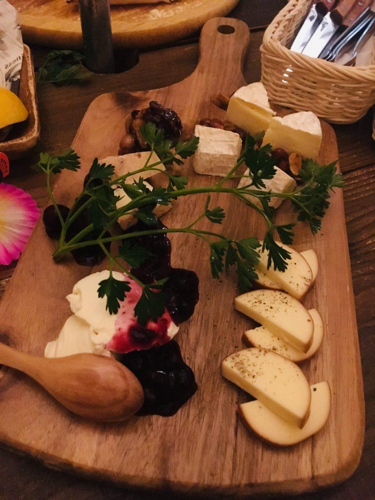 @LAMPでいただいたチーズ盛り合わせ ハチミツがかかっていてさらに美味しい!