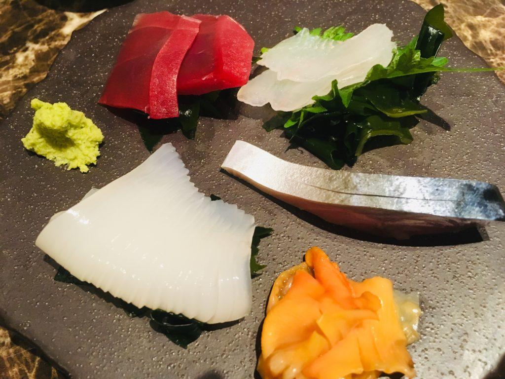 イカ、赤貝、マグロ、しめ鯖とヒラメかな?