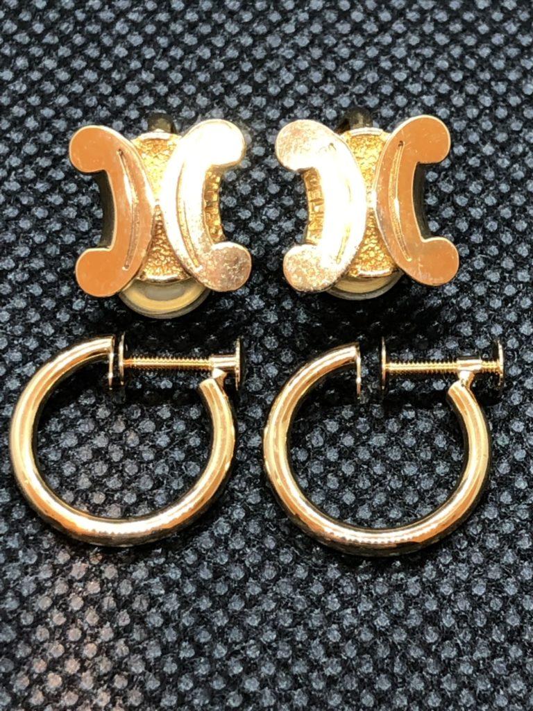 片方はリング型で片方はセリーヌのイヤリング