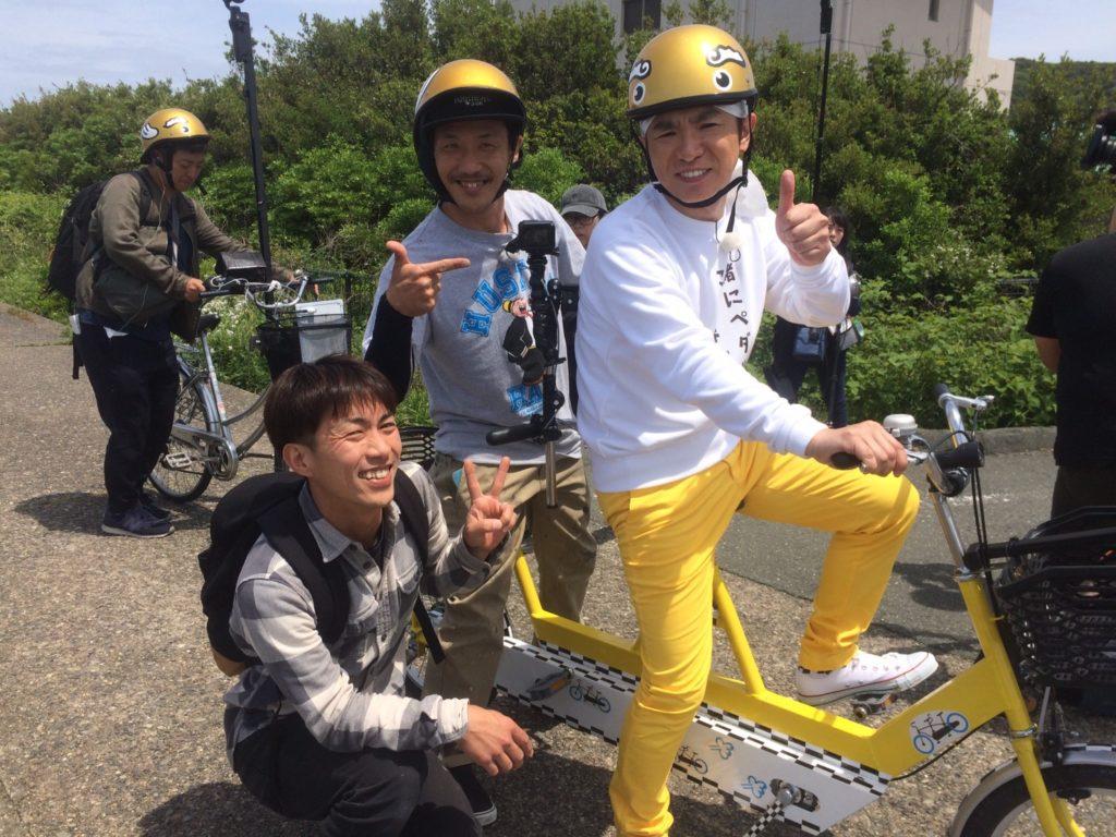 よゐこ濱口さんと写真を撮る石井さんと榊原さんの写真