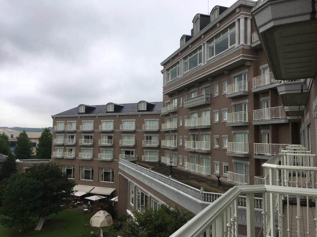 仙台ロイヤルパークホテルをベランダから撮影した写真