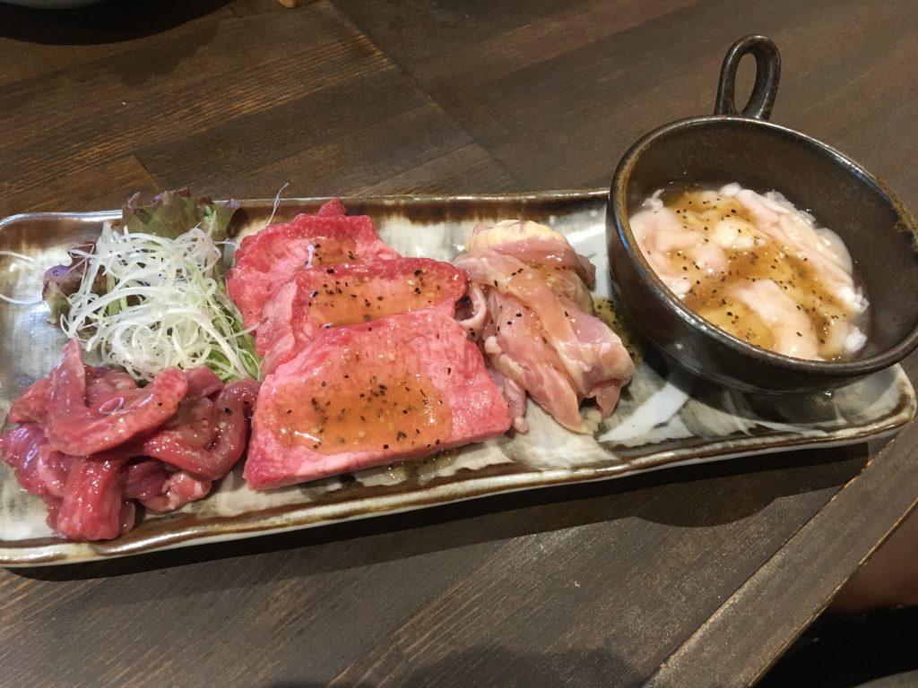 黒松屋餃子の三種盛りの写真