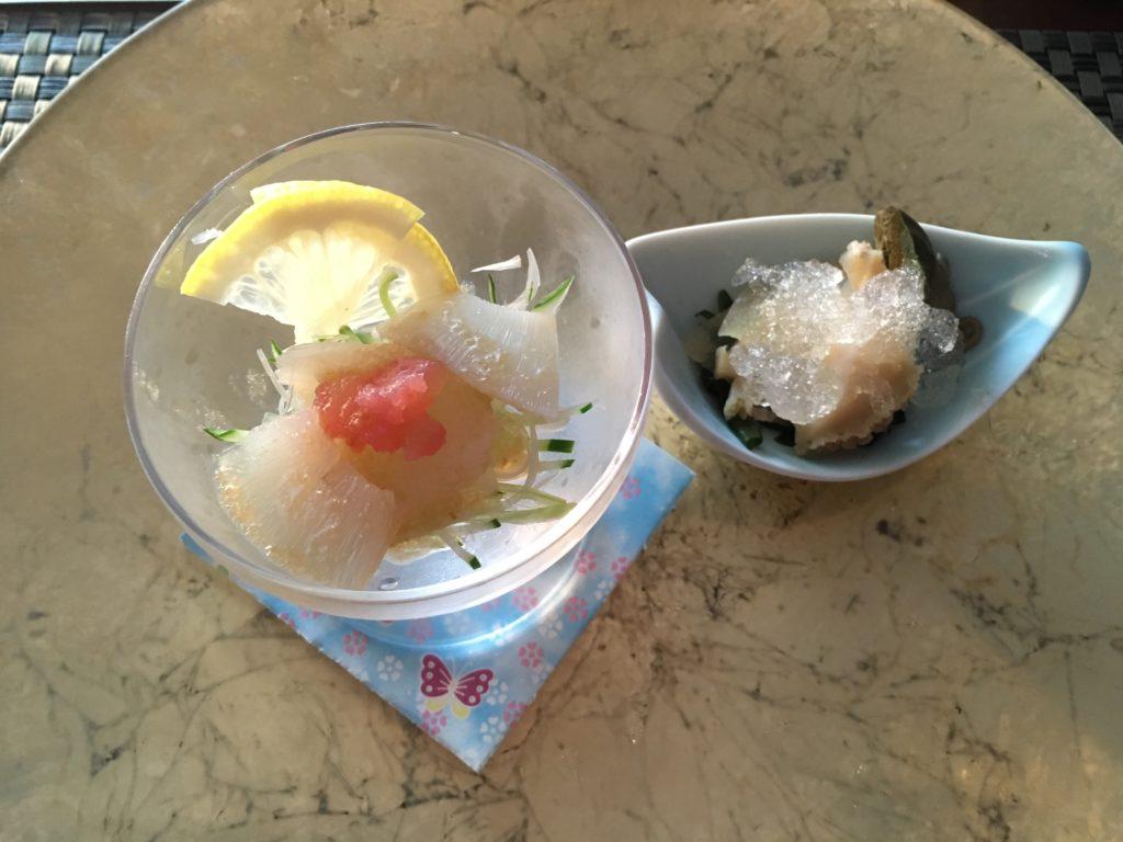アワビとフカヒレの前菜の写真